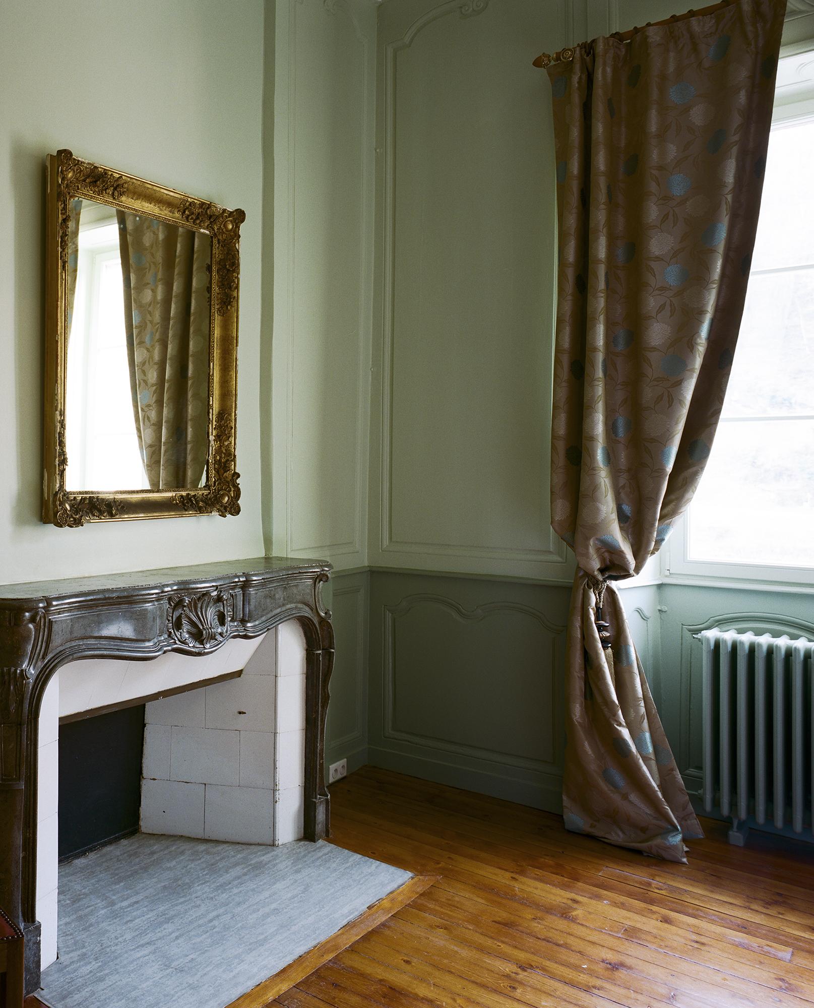 chambre du marquis cheminé en marbre d'époque - Hotel Chez Gervais Chenecey
